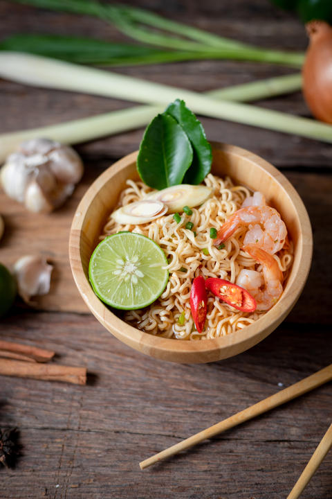Close-up shot Instant noodles with lemon shrimp chilli hot and s フォト