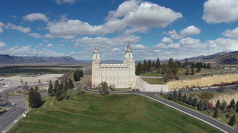Aerial Manti Utah LDS Temple on a hill HD 0023 ビデオ