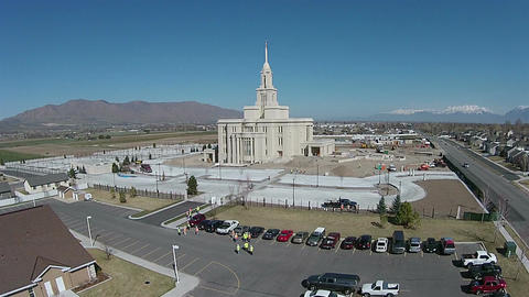 Aerial new Payson Utah Mormon Temple construction HD 0017 ビデオ