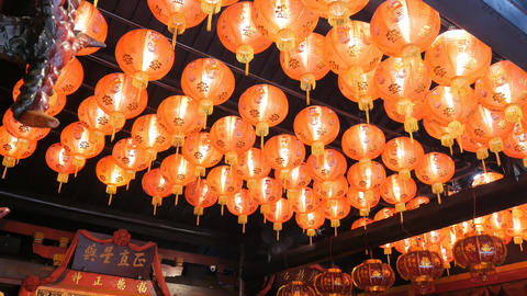 Altar, Offerings & Lanterns in A Buddhist Temple ライブ動画