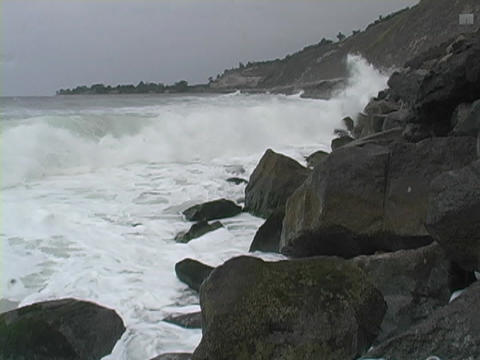 Ocean waves roll into the coastline Stock Video Footage