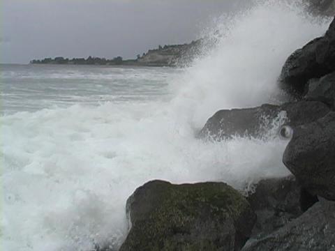 Ocean waves roll into the coastline Stock Video Footage