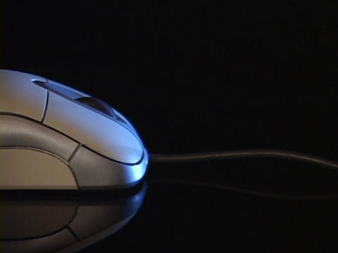 A cord extends from the back of a computer mouse Stock Video Footage