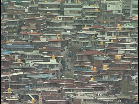 Houses crowd together in a valley Stock Video Footage