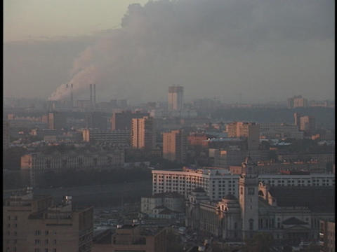 Smoke and smog cover the sky above a crowded city Stock Video Footage