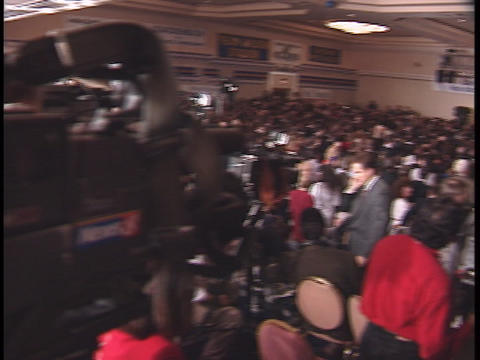 Reporters crowd together at a press conference Stock Video Footage