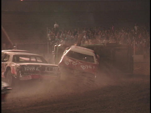 Cars smash together in a dusty demolition derby Stock Video Footage