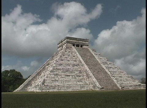 El Castillo Pyramid belongs to the Chichen Itza ruins in... Stock Video Footage
