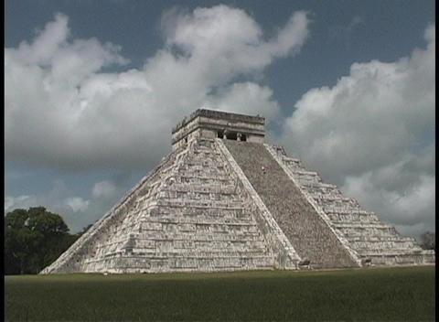 El Castillo Pyramid belongs to the Chichen Itza ruins in... Stock Video Footage
