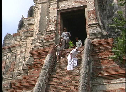 Thai worshippers descend the steep stairs of the Temple... Stock Video Footage
