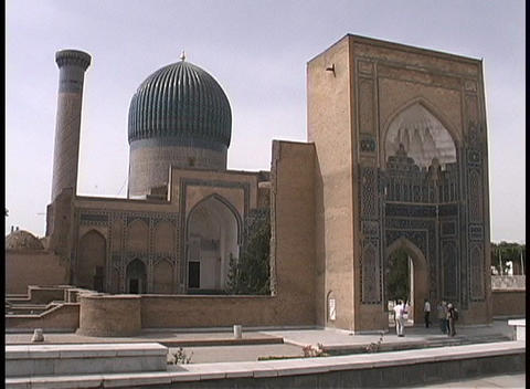 Tourists visit a historic a mosque in Samarkand, Uzbekistan Stock Video Footage
