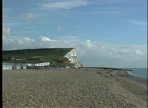View of a pebbled beach zooms in on the stunning White... Stock Video Footage
