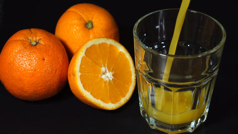 Pouring orange juice fast Live Action