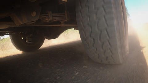 Rear wheel of a truck on the off road Acción en vivo