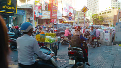 Motorcycles bypassing traffic on the sidewalk in Ho Chi Minh City. with sound Archivo