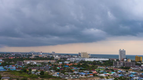 Time-lapse scenic landscape of the city with rain and storm coming ライブ動画