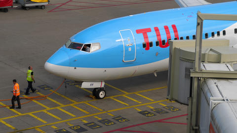 TUI Fly Boeing 737 taxiing end Live Action