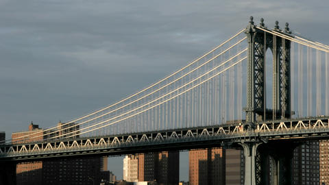 Accelerated traffic zips across the Brooklyn Bridge... Stock Video Footage