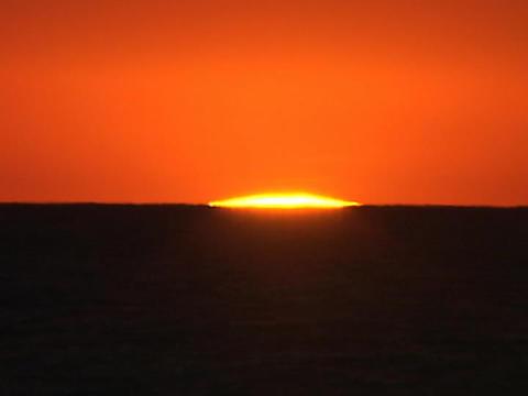 A blazing sun sits on the horizon Stock Video Footage
