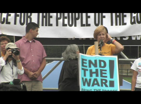 Medium-shot of Cindy Sheehan speaking at an anti-Iraq-war... Stock Video Footage