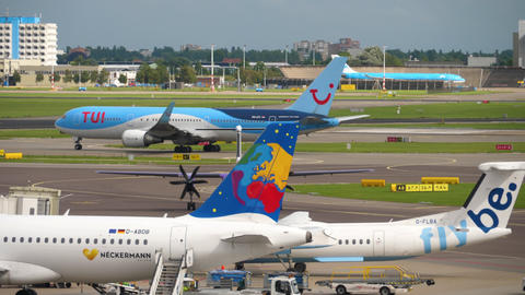 TUI Fly Boeing 767 taxiing Live Action