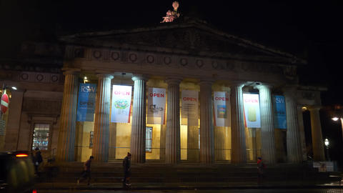 The Royal Scottish Academy in Edinburgh by night -… Stock Video Footage