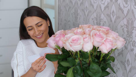 Woman reads a card in flowers ライブ動画