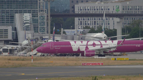 Airbus 321 WOW Air taxiing GIF