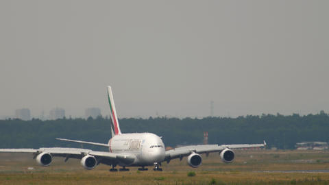 Emirates Airbus 380 taxiing Live Action