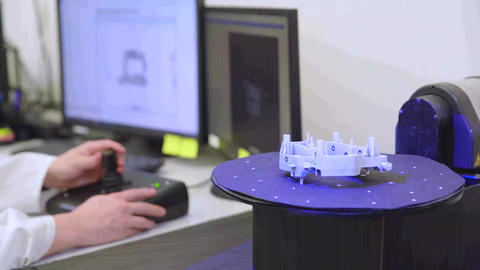 Professional 3D scanner, for scan product on moving panel using laser. The Acción en vivo