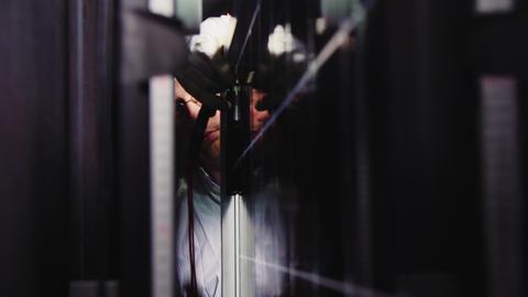 man in glasses installs solar panel in darkness at plant Acción en vivo