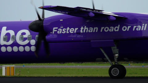 Bombardier Dash 8 Q400 Flybe taxiing Live Action