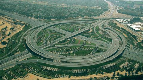 Aerial shot of a big green round highway interchange in Dubai, UAE Live影片