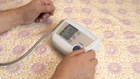 A man uses a device to measure heart pressure. A man pressed measure pressure Live Action