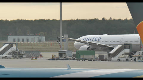 United airlines plane ready to fly .Frankfurt international Airport 29th ライブ動画