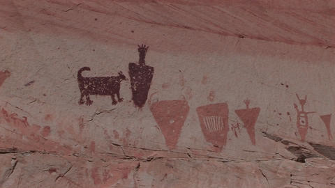 A slow zoom into mysterious petroglyphs in the Southwest... Stock Video Footage