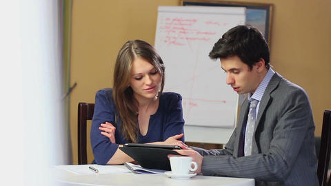 Business man explaining problem to businesswoman on meeting Footage