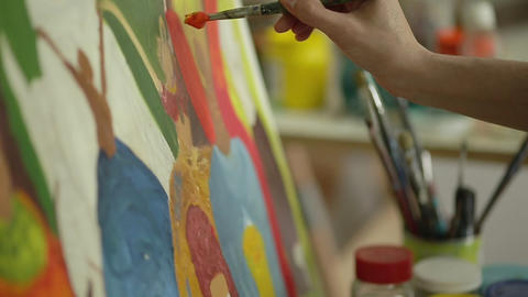 Closeup of Painter with brush on canvas in slow motion ライブ動画