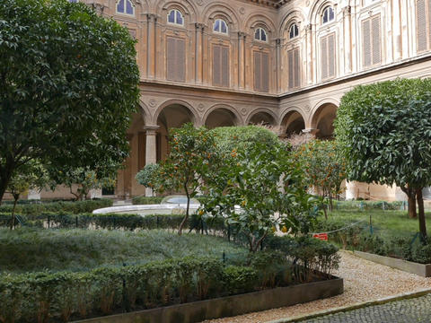 Courtyard Gallery Doria - Pamphili. Rome, Italy Live Action