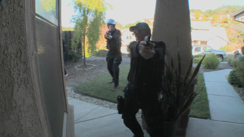 DEA or SWAT officers with arms drawn pound on the door... Stock Video Footage