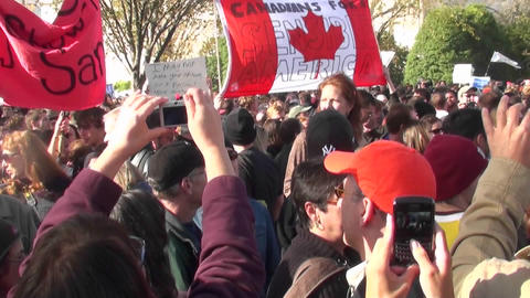 Canadians at the Jon Stewart Colbert rally for a sensible... Stock Video Footage