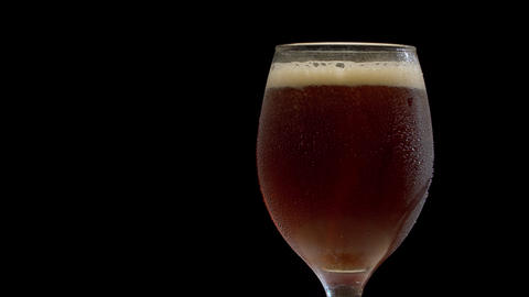 Macro dark beer in a glass Live Action