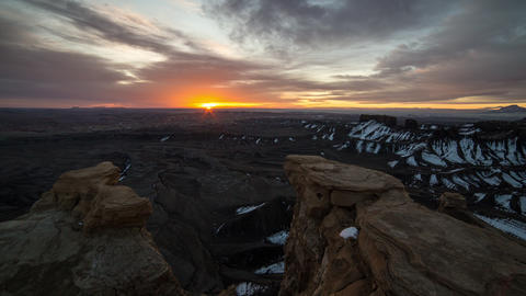 Time lapse as the sun peaks over the horizon lighting up the Utah desert Live Action