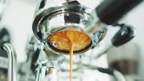 Coffee espresso machine perfect extraction pouring from bottomless naked Live Action
