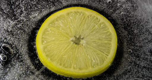 Ice melting lemon inside 4K ビデオ