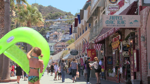 Summer crowds on the boardwalk at Catalina Island Stock Video Footage
