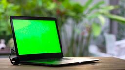 STATIC LAPTOP GREEN-SCREEN Footage