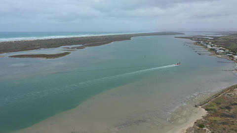Aerial footage of a sand dredger returning to port at the mouth of the River Murray in regional ライブ動画