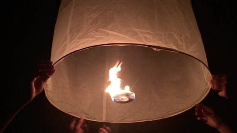New Year Chinese sky lanterns fly to the sky Live Action