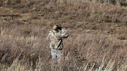 Hunter in camo binoclulars P HD 3580 Live Action